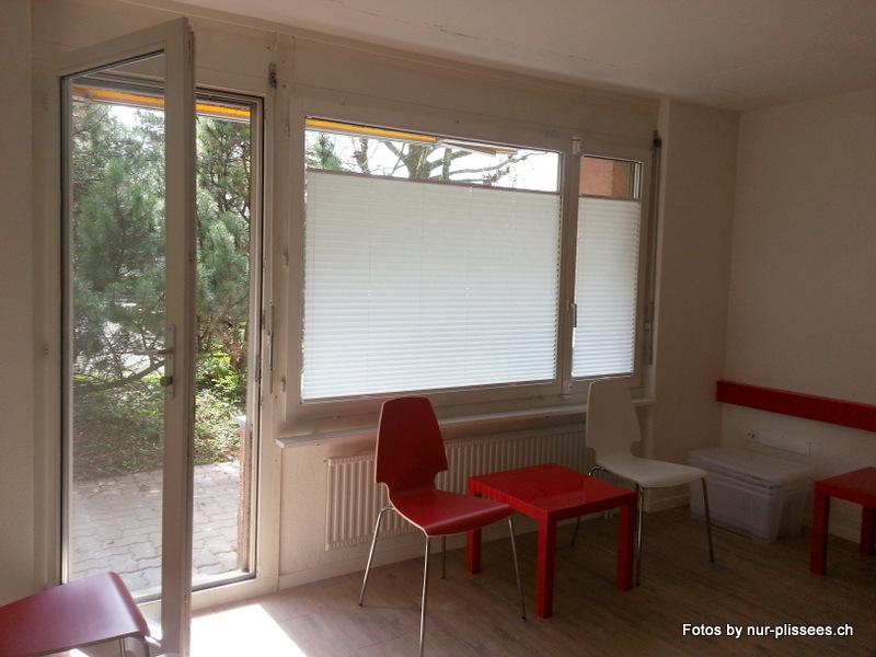 plissees f r sichtschutz und sonnenschutz in der arztpraxis. Black Bedroom Furniture Sets. Home Design Ideas